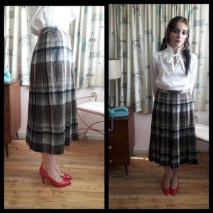 Beautiful Vtg 80's pleated wool plaid skirt!